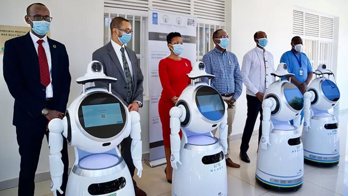 Robotkutya vigyázza a bevásárlóközpont látogatóit (videó)   BAON